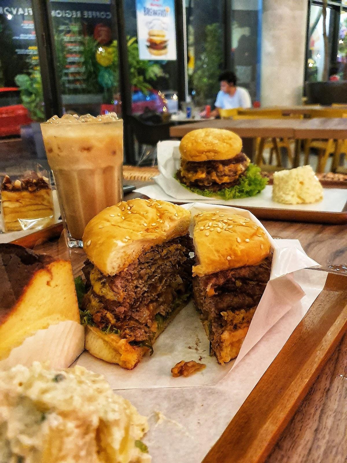 Harley's Burgers & Roasters : Burger Segar Untuk Penggemar Burger Sejati