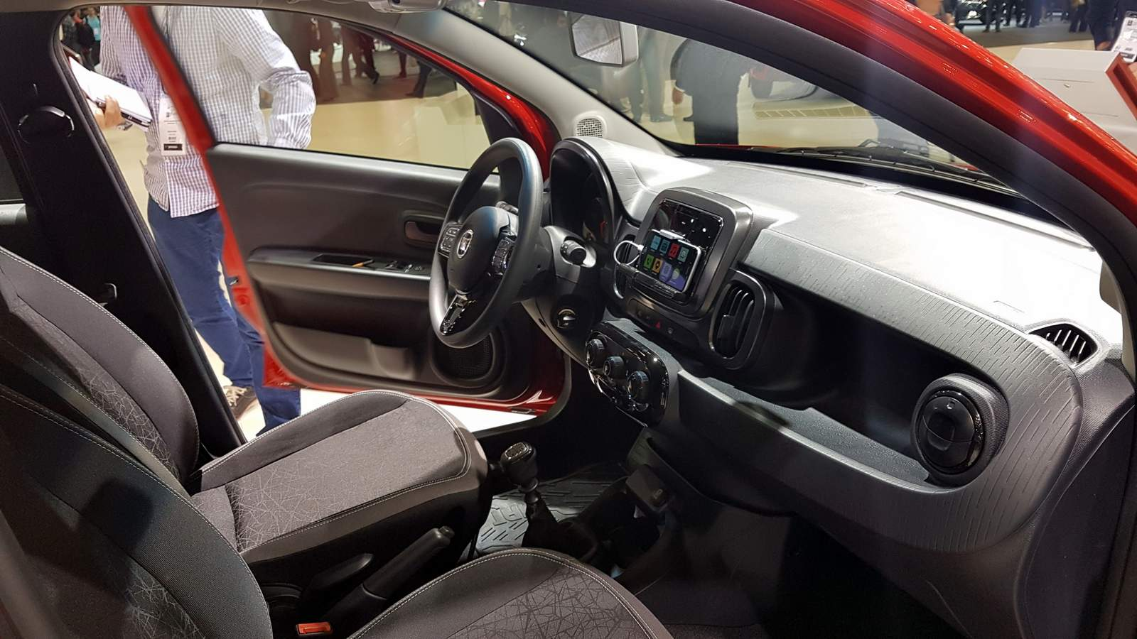 Fiat mobi drive com motor 1 0 tr s cilindros firefly for B b interno 8