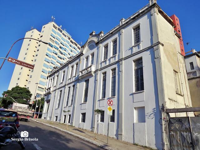 Vista ampla de uma Edificação antiga na Liberdade - São Paulo