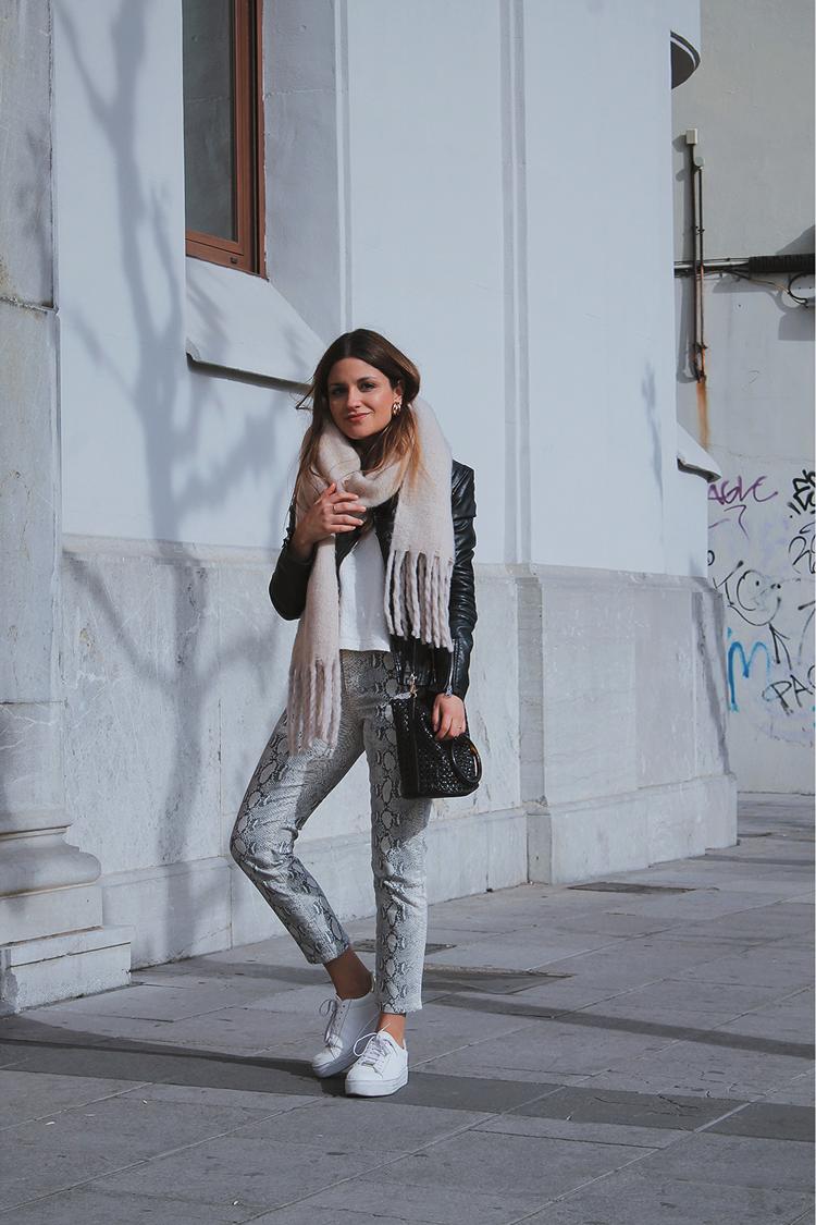 pantalones serpiente outfit blog de moda