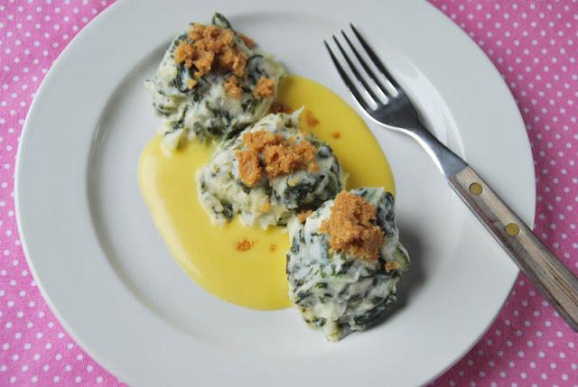 Malfatti aus Rübstiel und Quark mit Holländischer Sauce