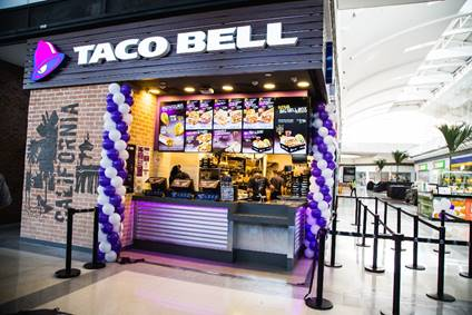 Taco Bell comemora dois anos no Brasil com ação em parceria com a Coca-Cola