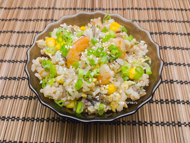 Жареный рис с яйцом и луком: рецепт с фото