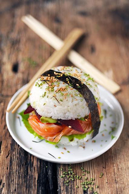 Mon sushi-burger au saumon! Parce que j'adooooore les sushis...