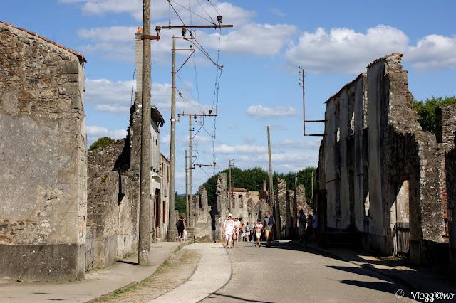 Passeggiare per le vie del villaggio martire di Oradour