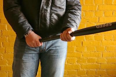 Поліцейського, який п'яним побив биткою студента, звільнили
