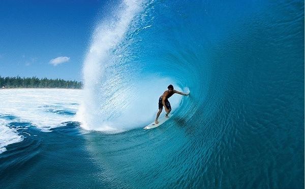 Chinh phục những con sóng tại đảo Coral Island