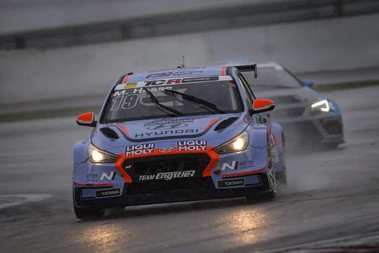 Max Hesse gewinnt am Sonntag im Hyundai auf dem Nürburgring