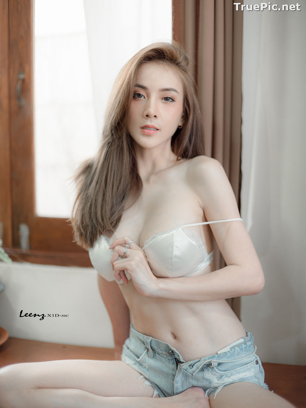 Image Thailand Model - Soraya Upaiprom - White Bra and Jean Short Pants - TruePic.net - Picture-4