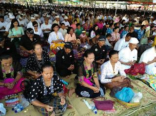 Tawur Agung Kesanga Ribuan Umat Hindu Penuhi Candi Prambanan