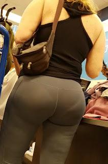 Hermosa señora leggins cola redonda