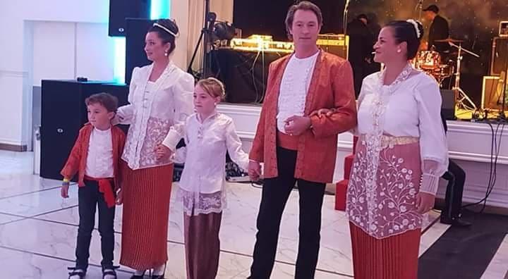 Lestarikan Pakaian Adat Maluku Leleury Gelar Fashion Show Di 60 Tahun Nusahulawano Belanda Mollucastimes