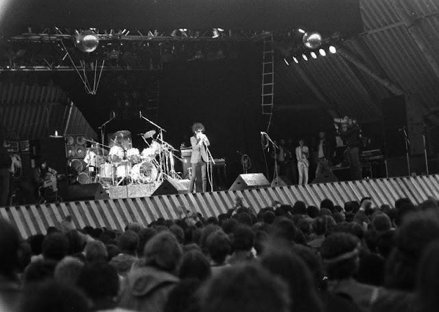 Black and White Photos of Glastonbury Festival in 1982