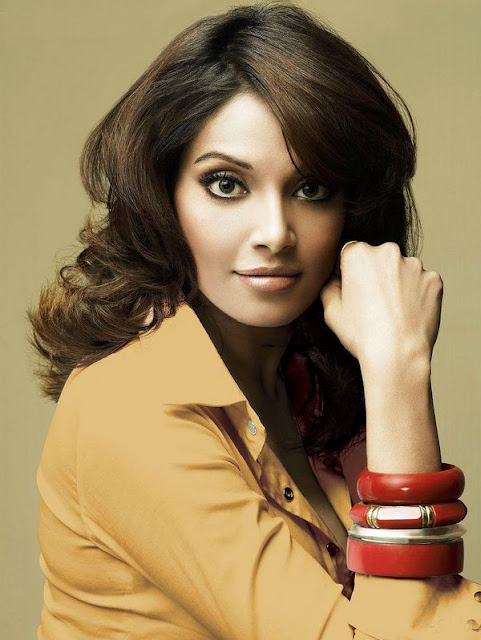 Stunning Bipasha Basu HD Wallpaper Images Free Download