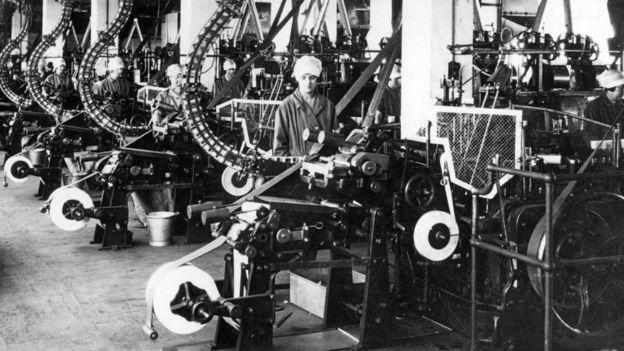 Kematian kaum pria dalam Perang Dunia I dan pandemi flu Spanyol membuat perempuan lebih mudah mendapatkan pekerjaan