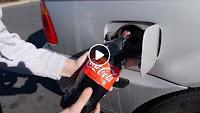 شاهد بالفيديو تجربة ملء خزان سيارة بمشروب غازي بدلا من الوقود