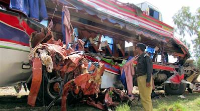 مقتل العشرات بانقلاب حافلة ركاب في باكستان