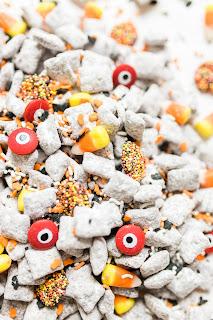 Recipe to make Halloween themed muddy buddies