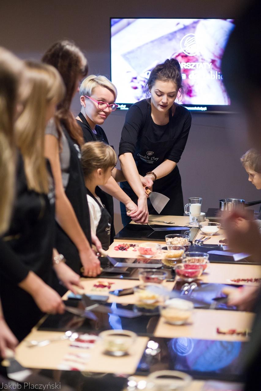 10 jak zrobić własną czekoladę jak powstaje tabliczka czekolady manufaktura czekolady warszawa łódź warsztaty piotrkowska 217 jak zrobić własne praliny temperowanie