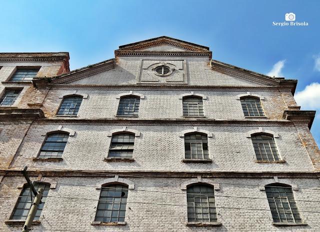 Perspectiva inferior da fachada do antigo Moinho Matarazzo - Brás - São Paulo