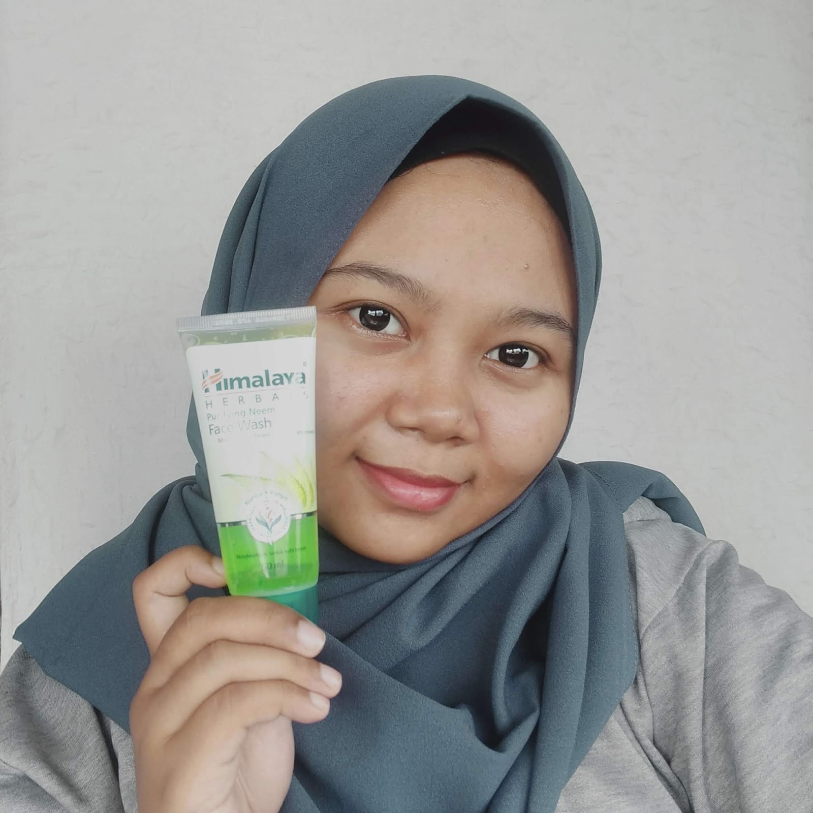 himalaya-herbals-neem-face-wash-review