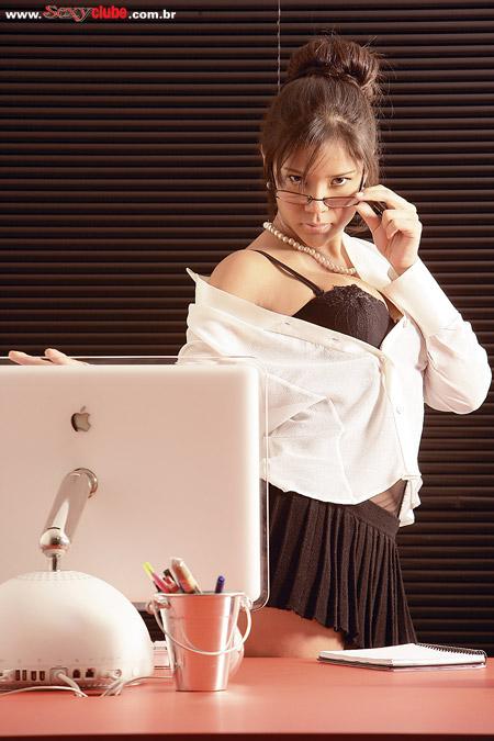 Delícia! A japa, Anne Midori, na capa da revista Sexy Premium