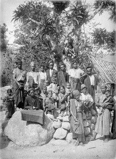 sekumpulan orang dengan suku bangsa batak zaman dahulu