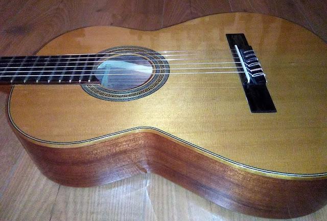 Guitarra española cadette Admira 630 BU