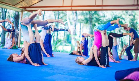 acroyoga lunar, yoga, saludable, escuela