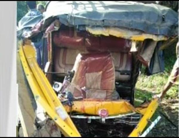 Payyanur, Kannur, Accident, Injured, Autorikshaw, Car, news, Kerala.