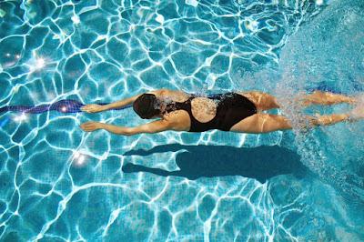Bơi ếch giúp giảm cân hiệu quả