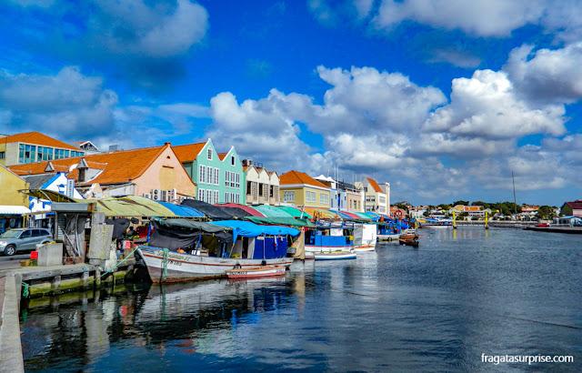 Curaçao - Mercado flutuante de Punda, em Willemstad