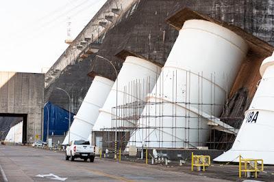 Equipamentos em dia: Manutenção garante sustentabilidade de condutos forçados da usina de Itaipu.