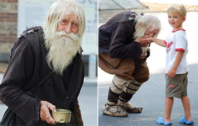 102-летний дедушка ежедневно просит милостыню и отдает все полученное в церкви и детские дома!!!