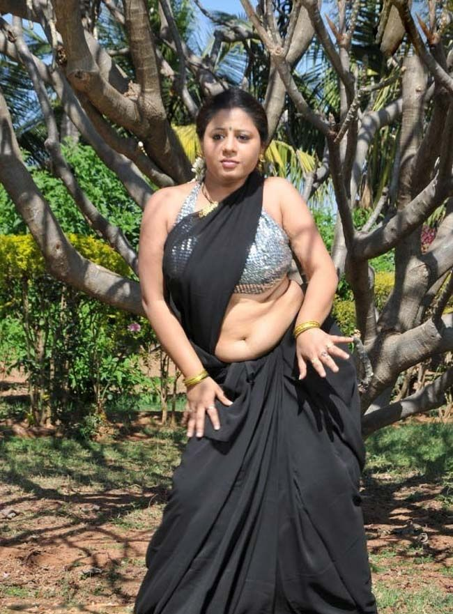 22 telugu aunty boobs pressing with black saree - 1 6