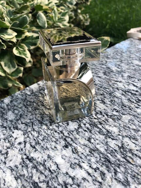 flakón dámskeho parfumu Versace Vanitas
