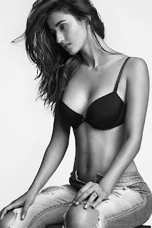 disha patani hot black bra image