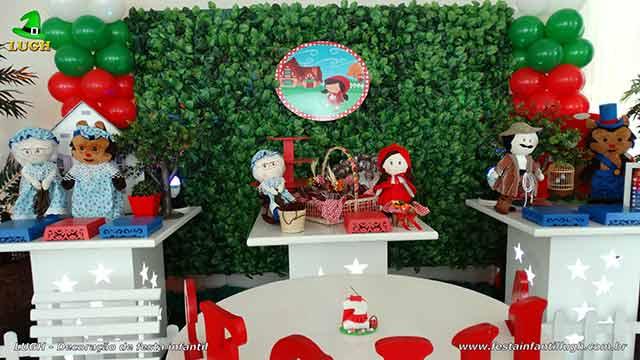 Mesa decorativa Chapeuzinho Vermelho