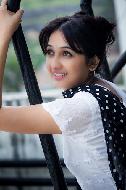 Actress Aavaana Latest Cute Photoshoot stills Navel Queens