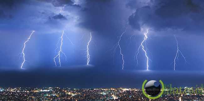 Badai Petir di Kota