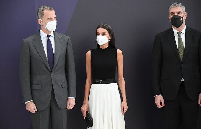 Queen Letizia wore a new white pleated skirt from Adolfo Dominguez, and black leather pumps from Manolo Blahnik, and belt from Burberry