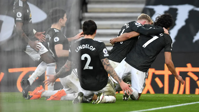 Manchester United striker Edison Cavani celebrates as he scores the winner against Southampton