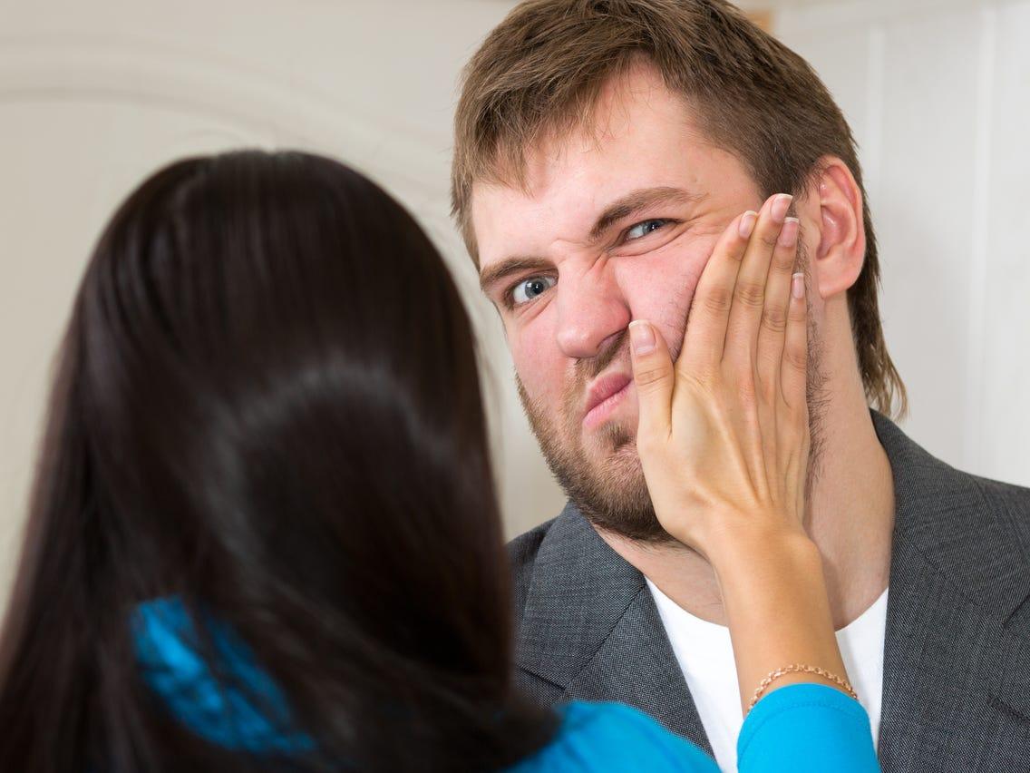 10 Sinais de Uma Esposa Abusiva e Como Lidar Com Isso