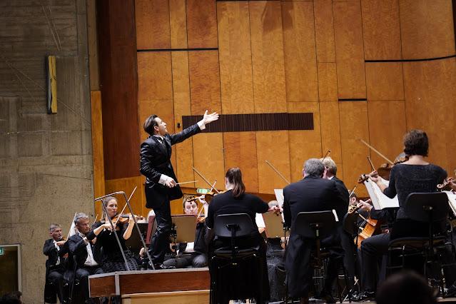 Cornelius Meister and Staatsorchester Stuttgart
