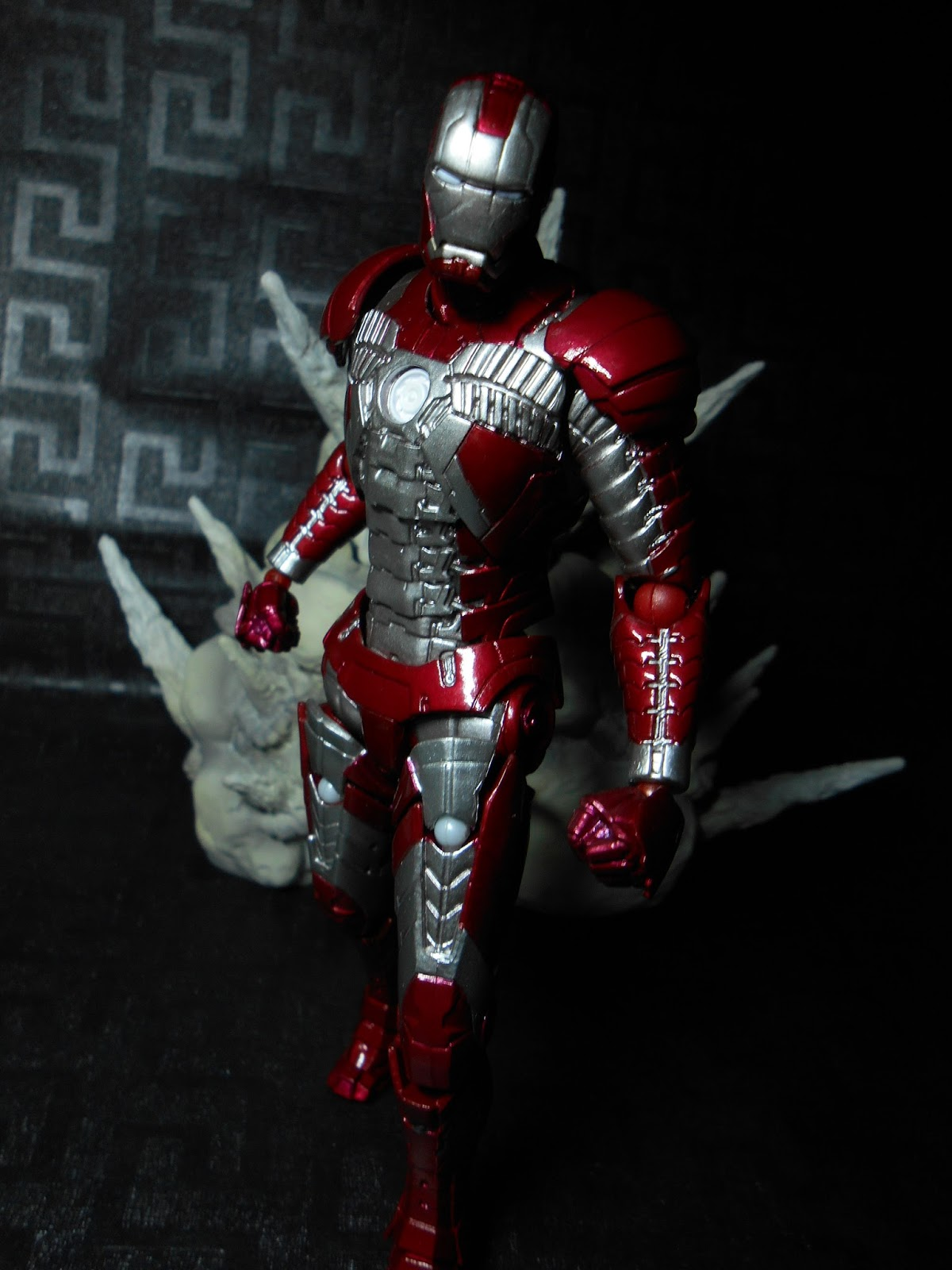 Review: Legacy of Revoltech Iron Man Mark V | Night's Corner
