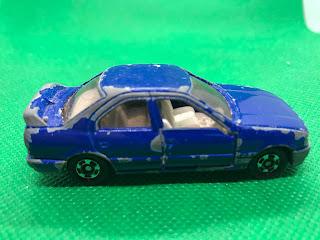 日産 プリメーラ のおんぼろミニカーを側面から撮影