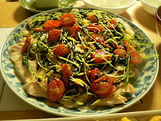 鶏と豆苗トマトの酢焼き
