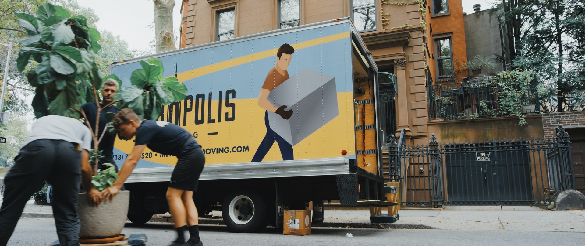 Movers in Brooklyn - Photo by Handiwork NYC via Unsplash: https://unsplash.com/photos/x6pnKtPZ-8s