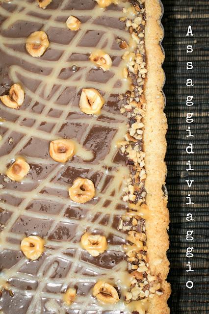 Crostata cioccolato, nocciole e caramello