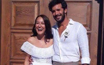 النجم التركي باريش أردوتش يحتفل بزفافه على حبيبته الفنانة جوبسي أوزاي